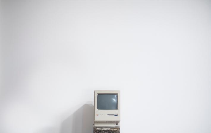 Computador antigo, como os sistemas de computador desatualizados usados como alvo pelo ataque do ransomware WannaCry