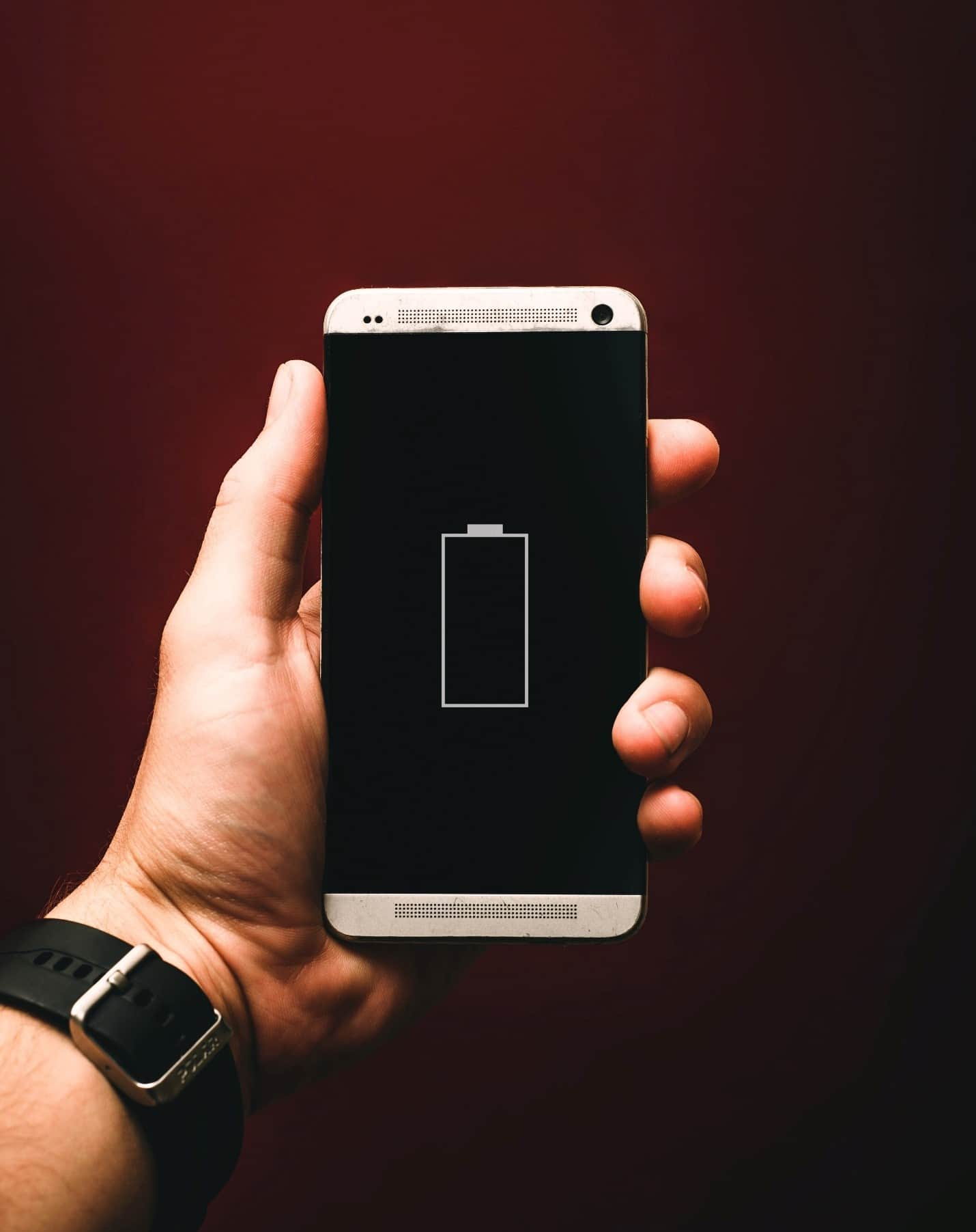 content/pt-br/images/repository/isc/2020/9910/prolong-your-smartphone-battery-lifespan-1.jpg