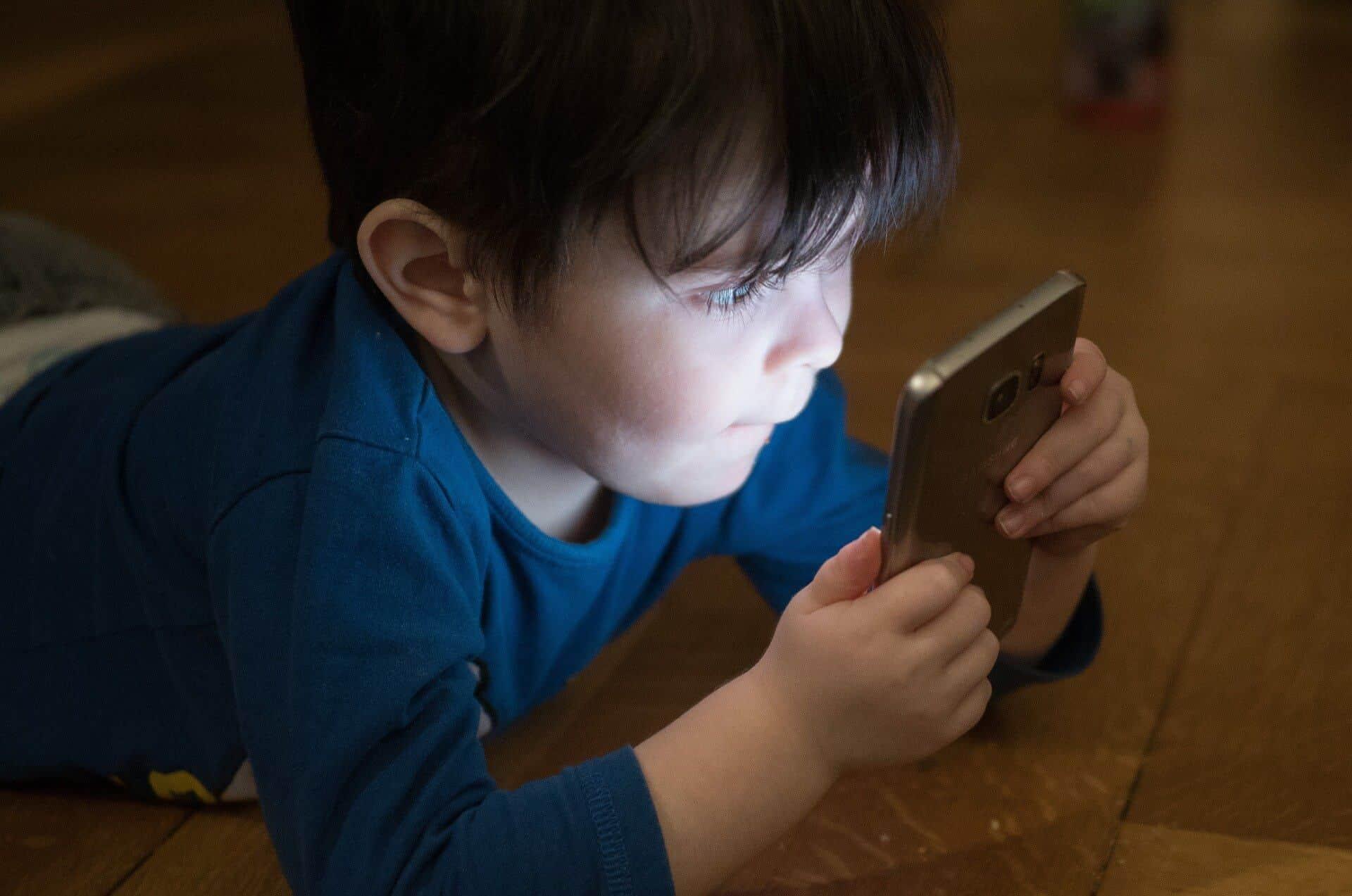 como proteger as fotos do seu bebé on-line